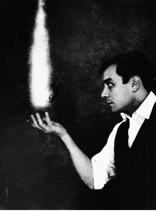 Yves Klein avec la collaboration d'Harry Shunk et John Kender, Le rêve de feu, ca 1960. © Succession Yves Klein, ADAGP, Paris.