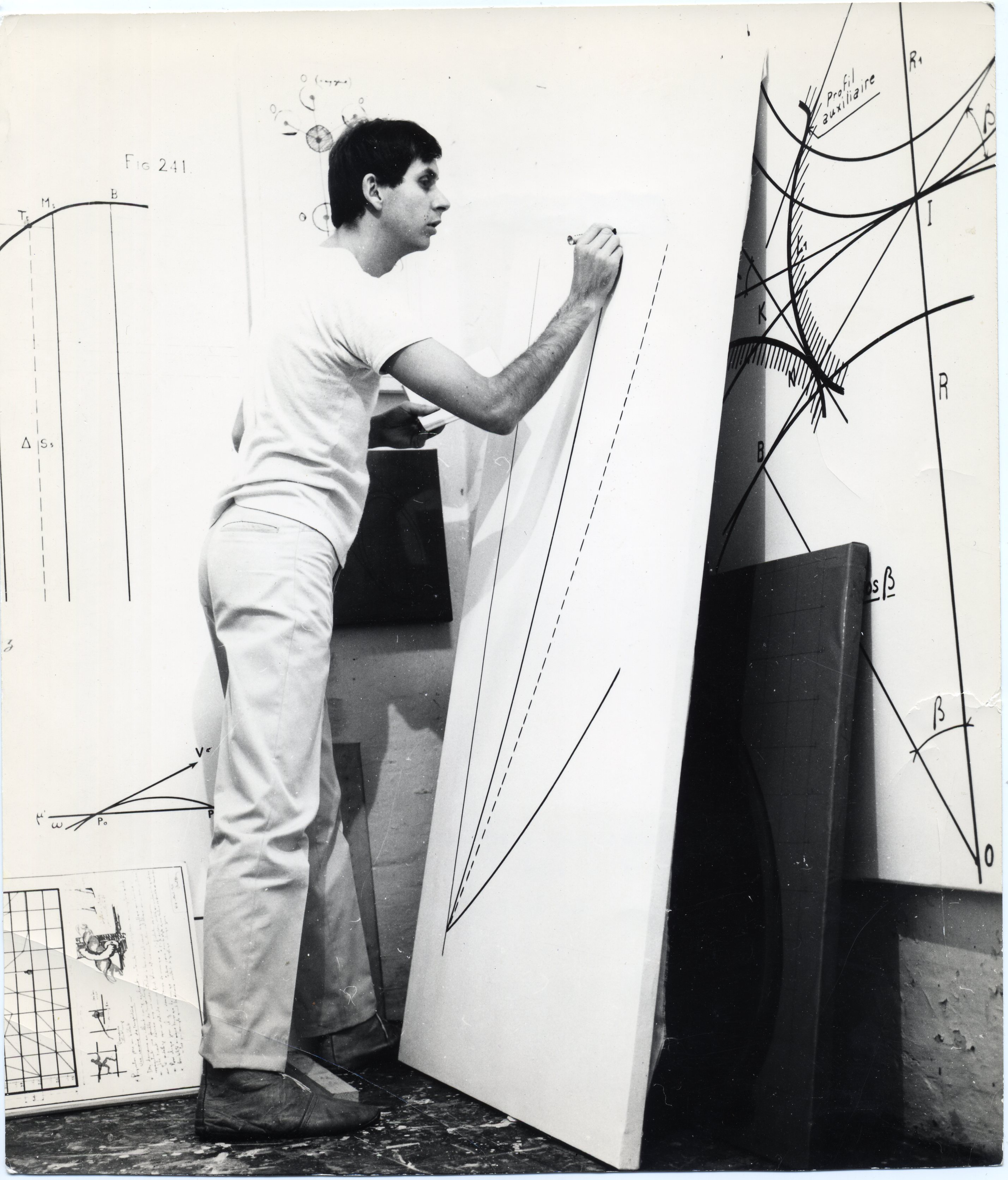 Bernar Venet dans son atelier Nice, 1966. © Courtesy Archives Bernar Venet, New York. Adagp, Paris, 2018